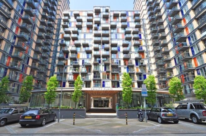 2 Bed Flat Property to Rent in Canary Wharf, South Quay, E14 9DF by Adamson Knight Estate Agents
