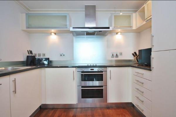 1 Bedroom Flat to Rent in Canary Wharf, E14 9RU by Adamson Knight Estate Agents
