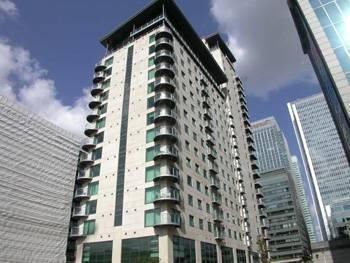 1 Bed Flat Property to Rent in Canary Wharf, E14 9RU by Adamson Knight Estate Agents