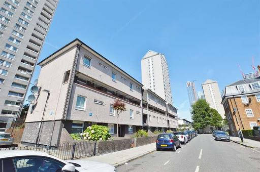 3 Bed Maisonette Property for Sale in London, E14 8LH by Adamson Knight Estate Agents