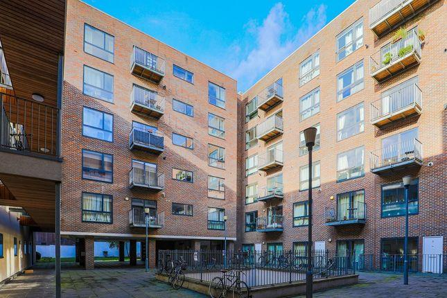 1 Bedroom Flat to Rent in London, E8 2AB by Adamson Knight Estate Agents