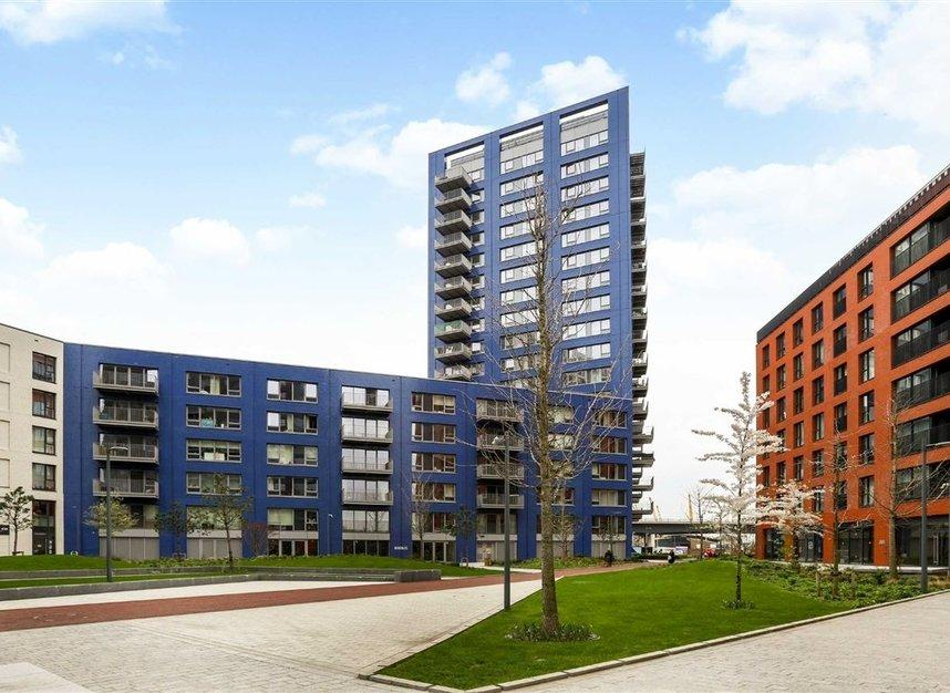 3 Bed Flat Property to Rent in Canary Wharf, E14 9LW by Adamson Knight Estate Agents