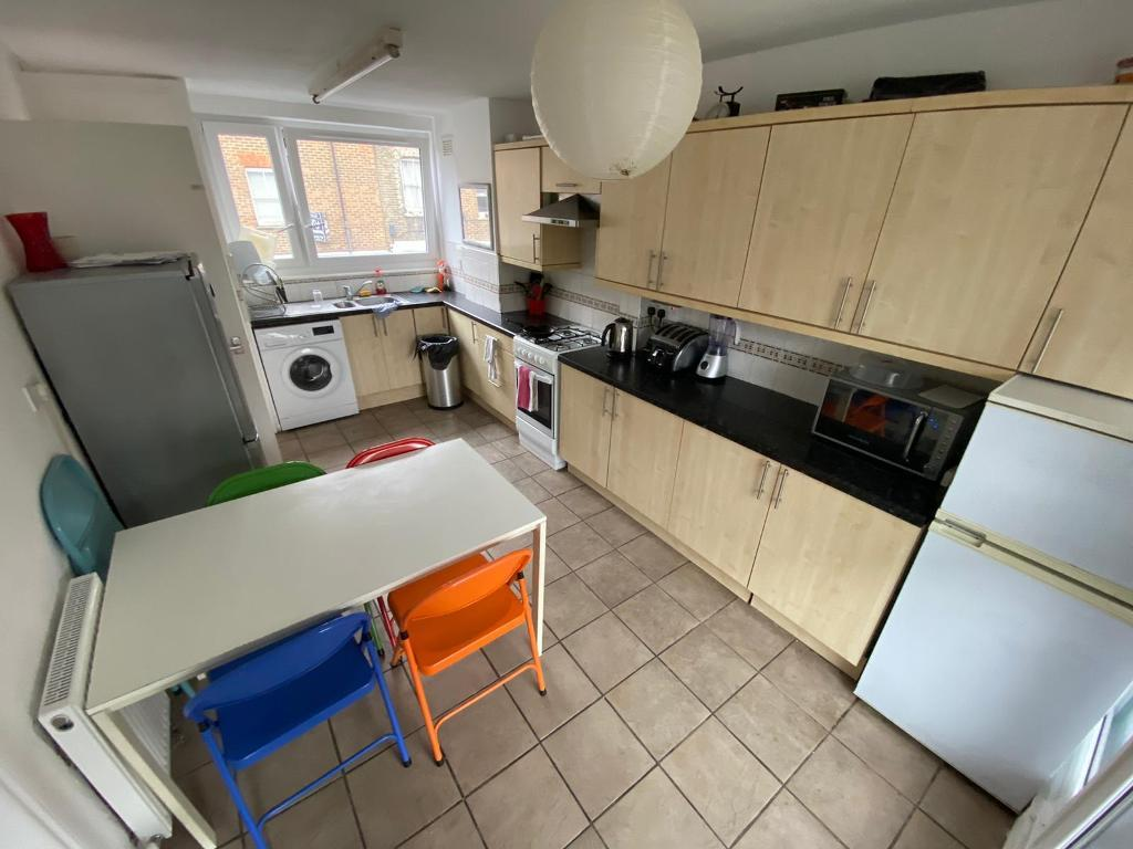 3 Bedroom Flat to Rent in London, E2 6DZ by Adamson Knight Estate Agents