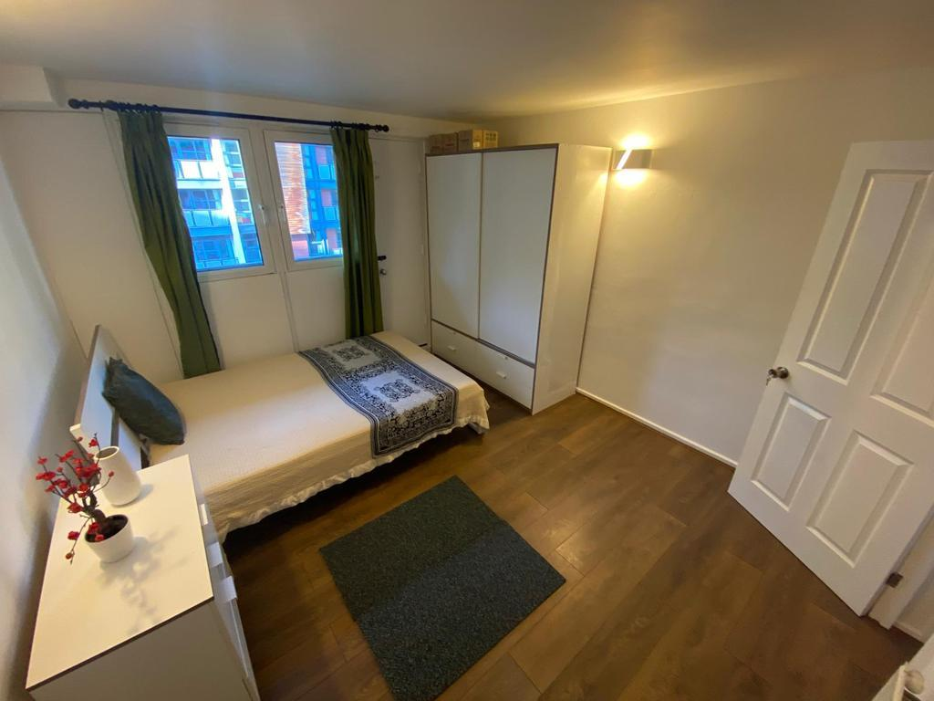 2 Bed Maisonette Property to Rent in London, E14 9LQ by Adamson Knight Estate Agents