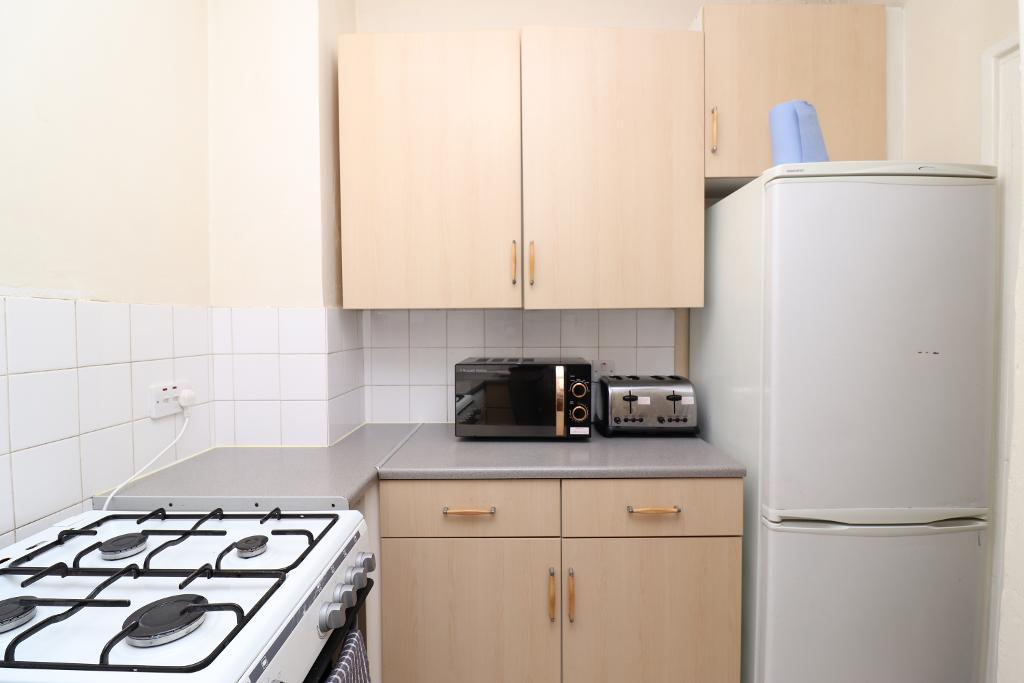 3 Bedroom Flat to Rent in Bow, E3 3BE by Adamson Knight Estate Agents