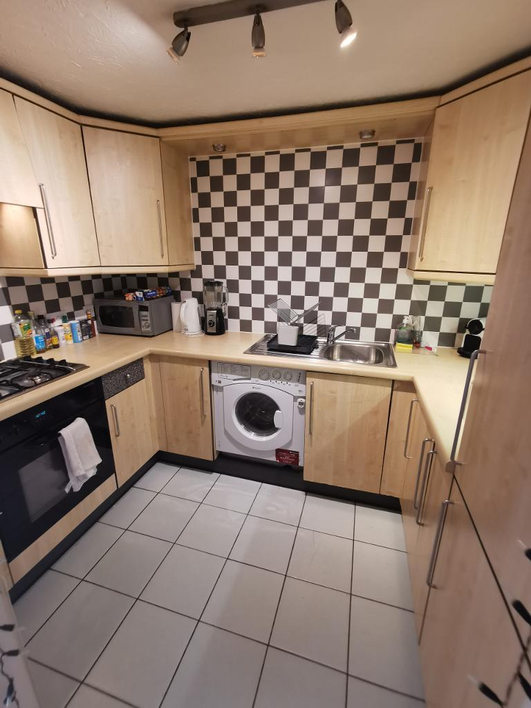 2 Bedroom Flat to Rent in Canary Wharf, E14 3GB by Adamson Knight Estate Agents