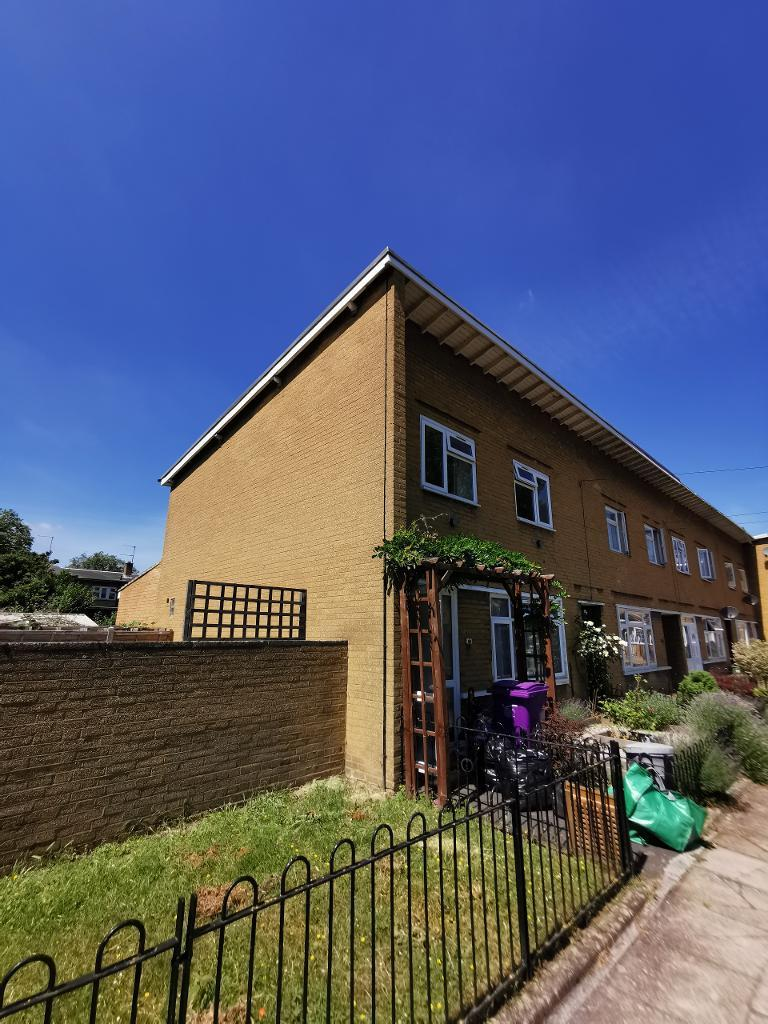 4 Bed Terraced Property to Rent in Stepney, E1 4LX by Adamson Knight Estate Agents