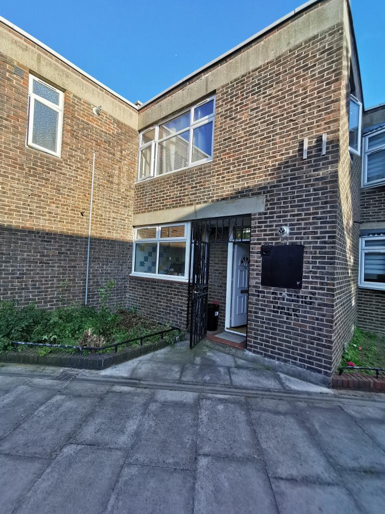 4 Bedroom Terraced to Rent in London, E1 5JA by Adamson Knight Estate Agents
