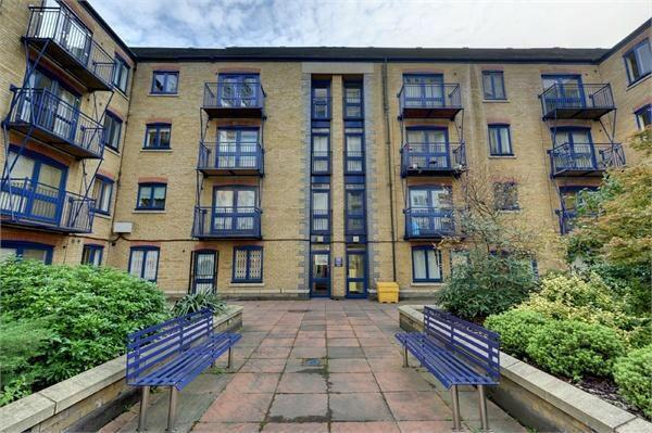 2 Bedroom Flat for Sale in Canary Wharf, E14 3LH by Adamson Knight Estate Agents