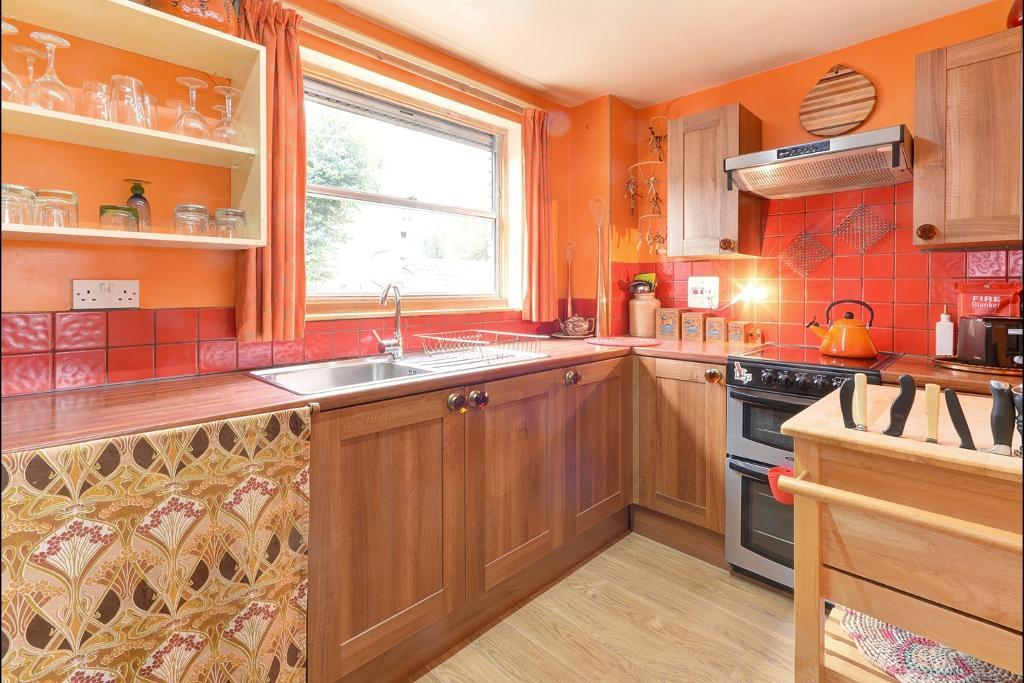 1 Bed Terraced Property to Rent in London Fields, E8 4NW by Adamson Knight Estate Agents